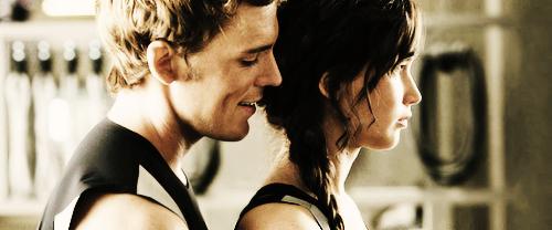 http://images6.fanpop.com/image/photos/36800000/Katniss-Finnick-finnick-odair-and-katniss-everdeen-36852148-500-208.png
