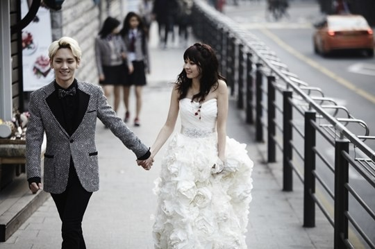 Key and onscreen wife Arisa Yagi wedding pictorial