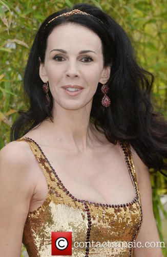 beroemdheden who died young achtergrond probably containing a portrait entitled L'Wren Scott - Luann Bambrough( April 28, 1964 – March 17, 2014)