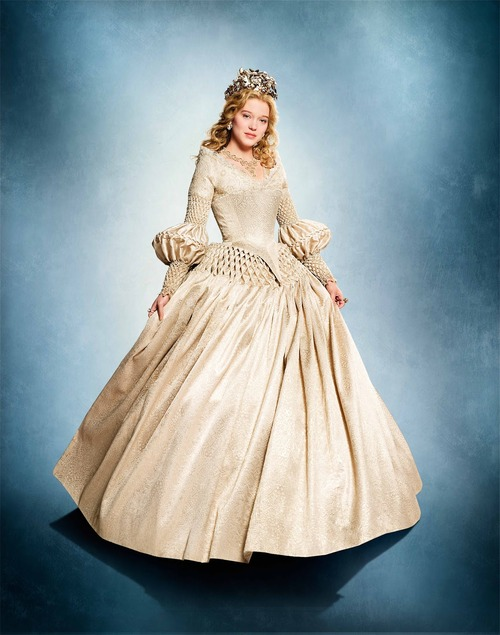La Belle peignoir, robe blanche