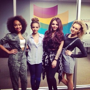 The girls at a Salute Album Signing a few days 前