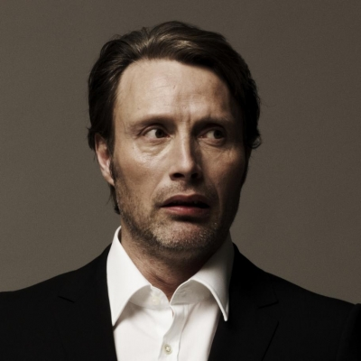 Мадс Миккельсен Обои with a business suit, a suit, and a double breasted suit called Mads Mikkelsen