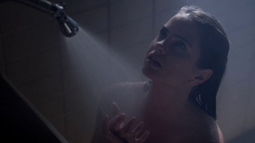 Malia Tate achtergrond with a hot tub, a bathtub, and a bathroom titled Malia Screencaps