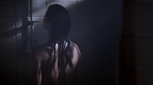 Malia Tate achtergrond containing a douche and a bathroom titled Malia Screencaps