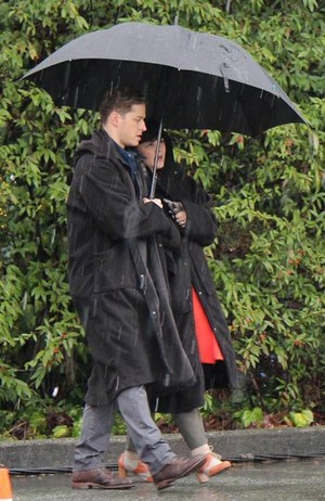 rainy dag on set 3x20 - Charmings