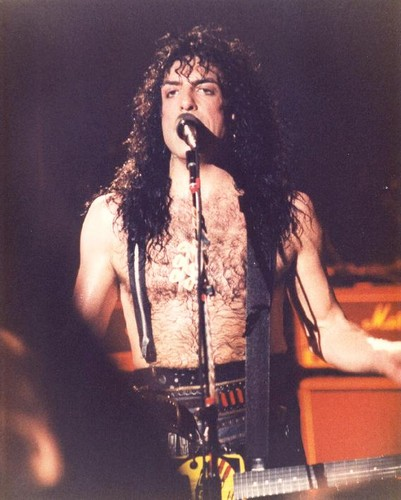 Paul Stanley wallpaper containing a concerto and a guitarist called Paul Stanley