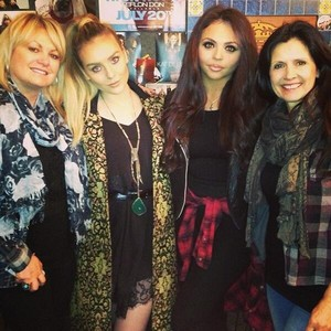 Perrie and Jesy with their mums ❤