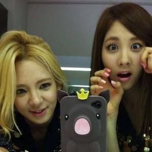 SNSD Hyoyeon & Seohyun
