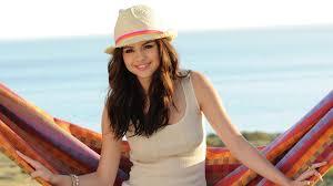 Queen Sel Gomez