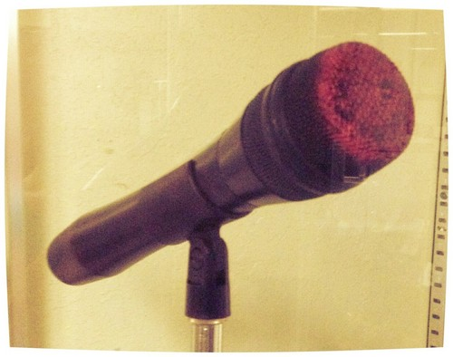 Selena Quintanilla-Pérez wallpaper called Selena's microphone covered in her well known lipstick color.