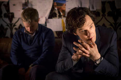 Sherlock in der BBC Hintergrund possibly containing a business suit called John and Sherlock
