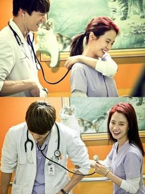 Song Ji Hyo and Choi Jin Hyuk BTS foto from 'Emergency Couple'
