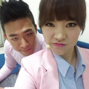 Sunny selca with Mr.Mr back up dancer @shuuuuya Instagram