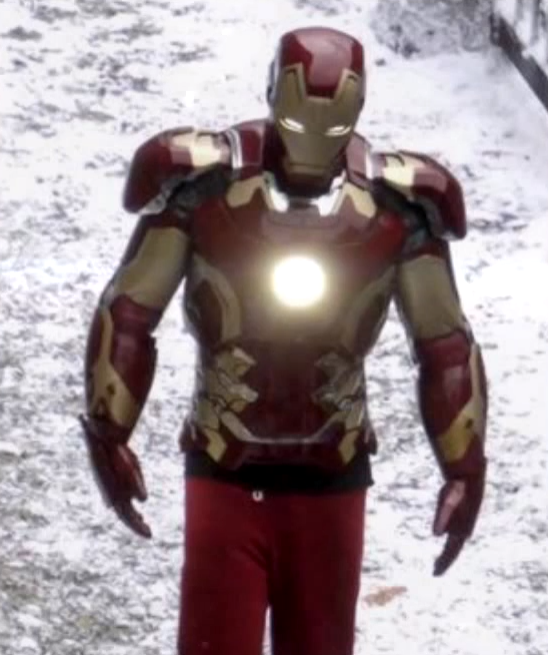 'Avengers: Age Of Ultron:' Check Out Iron Man On Set, Cast ...