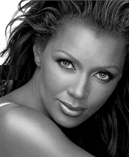 Vanessa Williams achtergrond with a portrait entitled Vanessa Williams