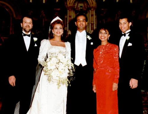 Vanessa Williams achtergrond probably with a bridesmaid titled Vanessa Williams On Her Wedding dag Back In 1987