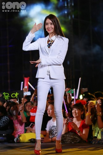 kpop 4ever wallpaper containing a well dressed person and a business suit titled Yoona the flower