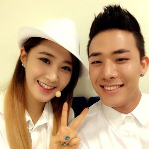 Yuri selca with Mr.Mr back up dancer @shuuuuya Instagram