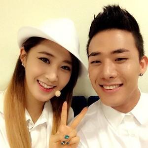 Yuri selca with Mr.Mr back up dancer @shuuuuya Instagram