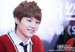 140416 Suga @ Beijing Fansign