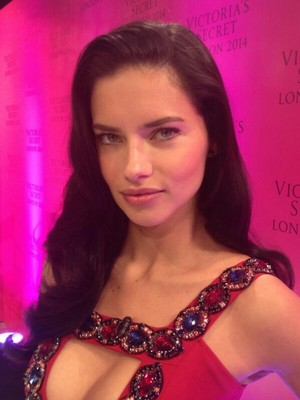 Adriana Lima and Candice Swanepoel at the Bond calle store in Londres
