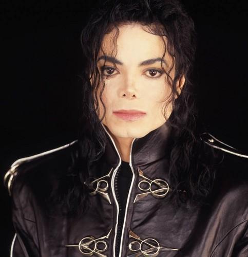 The MJ Fanpop family L.O.V.E. wallpaper entitled Amazing Michael <3
