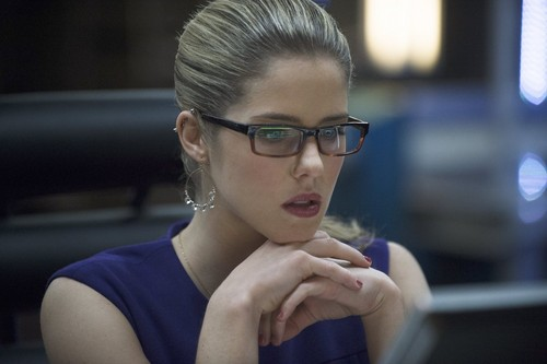 Emily Bett Rickards karatasi la kupamba ukuta titled Arrow 2.20 Promotional Pictures