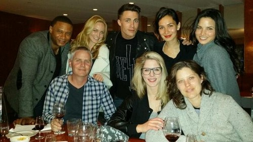 Emily Bett Rickards wallpaper containing a brasserie called Arrow Cast having dinner
