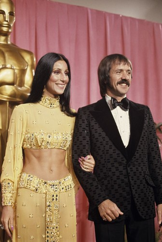 Cher দেওয়ালপত্র probably with a business suit entitled Backstage At The 1973 Academy Awards