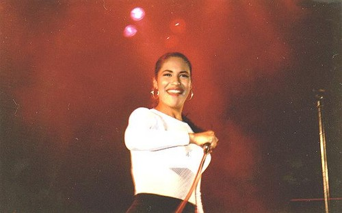 Selena Quintanilla-Pérez wallpaper possibly containing a concert titled Beautiful Selena ♥