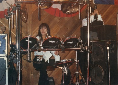 Selena Quintanilla-Pérez wallpaper containing a drummer, a bass drum, and a tenor drum titled Beautiful Selena ♥