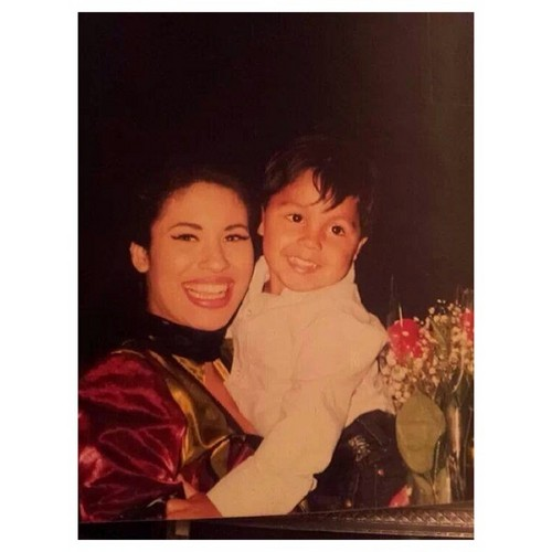 Selena Quintanilla-Pérez wallpaper probably containing a portrait entitled Beautiful Selena ♥
