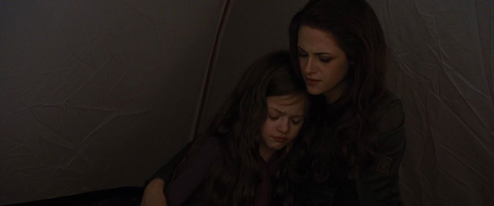 Bella and Renesmee - The Cullen Family Photo (36943578 ...