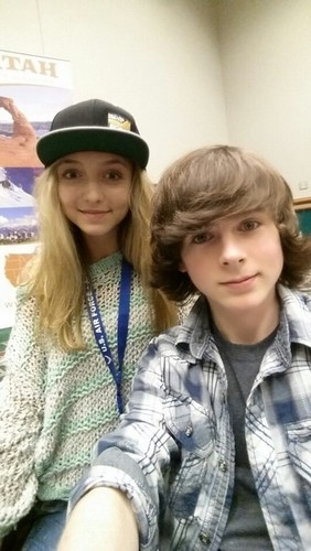 Chandler Riggs achtergrond called Chandler and Hana at Comic Con FanX