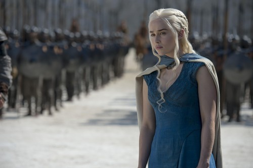 Daenerys Targaryen پیپر وال possibly containing a کاک, کاکٹیل dress, a well dressed person, and a chemise called Daenerys Targaryen Season 4