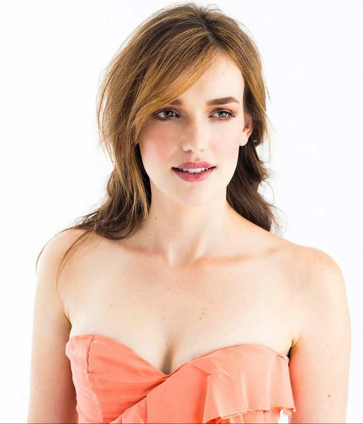 Elizabeth henstridge nude