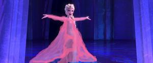 Elsa in rosado, rosa