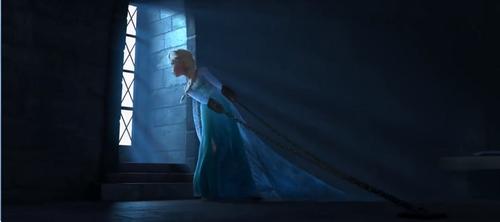 ফ্রোজেন দেওয়ালপত্র entitled Elsa in prison