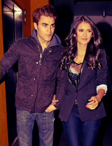 Stelena vs Delena پیپر وال with a well dressed person called Gorgeous Stelena