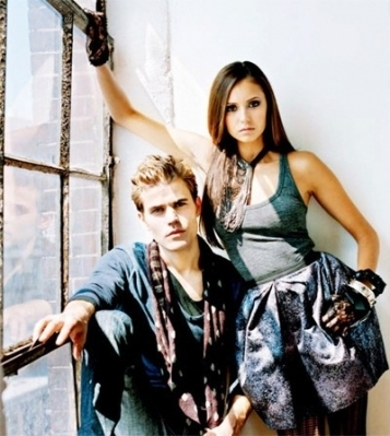 Stelena vs Delena پیپر وال probably containing a portrait entitled Goth Stelena