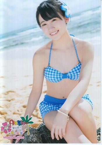 ギンガムチェックの水着の小嶋真子