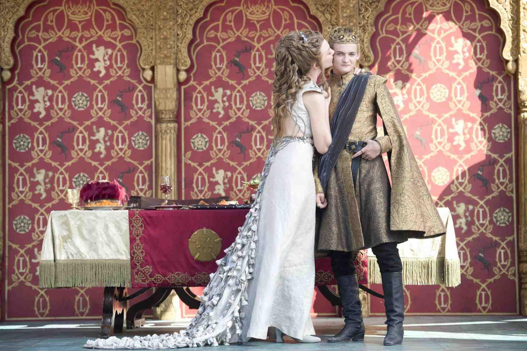A Daenerys Targaryen Halloween Costume Is As Simple As Wig Dragons