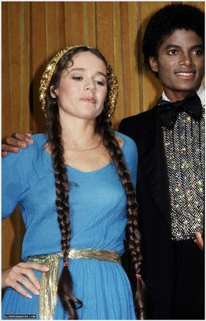 Michael And Nicolette Larson Backstage At The 1980 American musique Awards