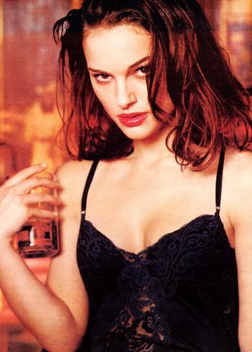 Natalie Portman wallpaper titled Natalie hot