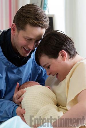 Snow White's first royal baby mga litrato