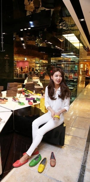 Sooyoung shoe shopping