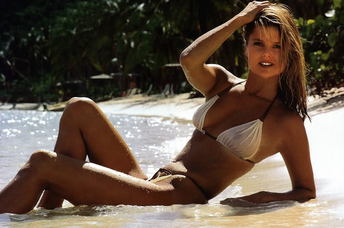 クリスティ・ブリンクリー 壁紙 containing a bikini titled Sports Illustrated 1980 photoshoot
