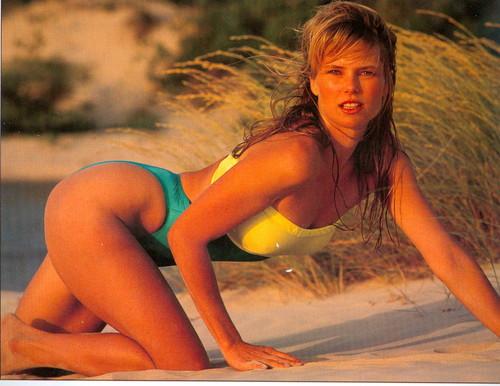 クリスティ・ブリンクリー 壁紙 containing a bikini titled Sports Illustrated 1989 photoshoot