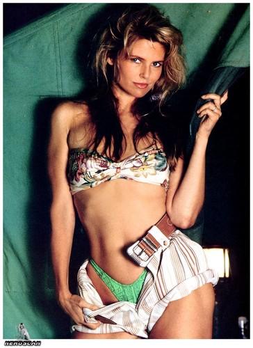 クリスティ・ブリンクリー 壁紙 with a bikini titled Sports Illustrated Special Edition Knockouts