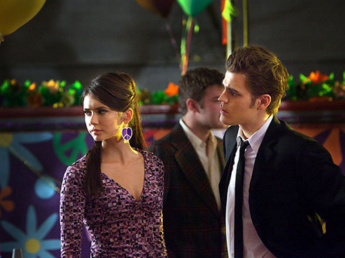 Stelena vs Delena پیپر وال with a business suit titled Stefan and Elena